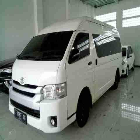 Sewa Mobil Rental Mobil Toyota HIACE COMMUTER Tarif Sewa Termurah Se Surabaya Sidoarjo Gresik