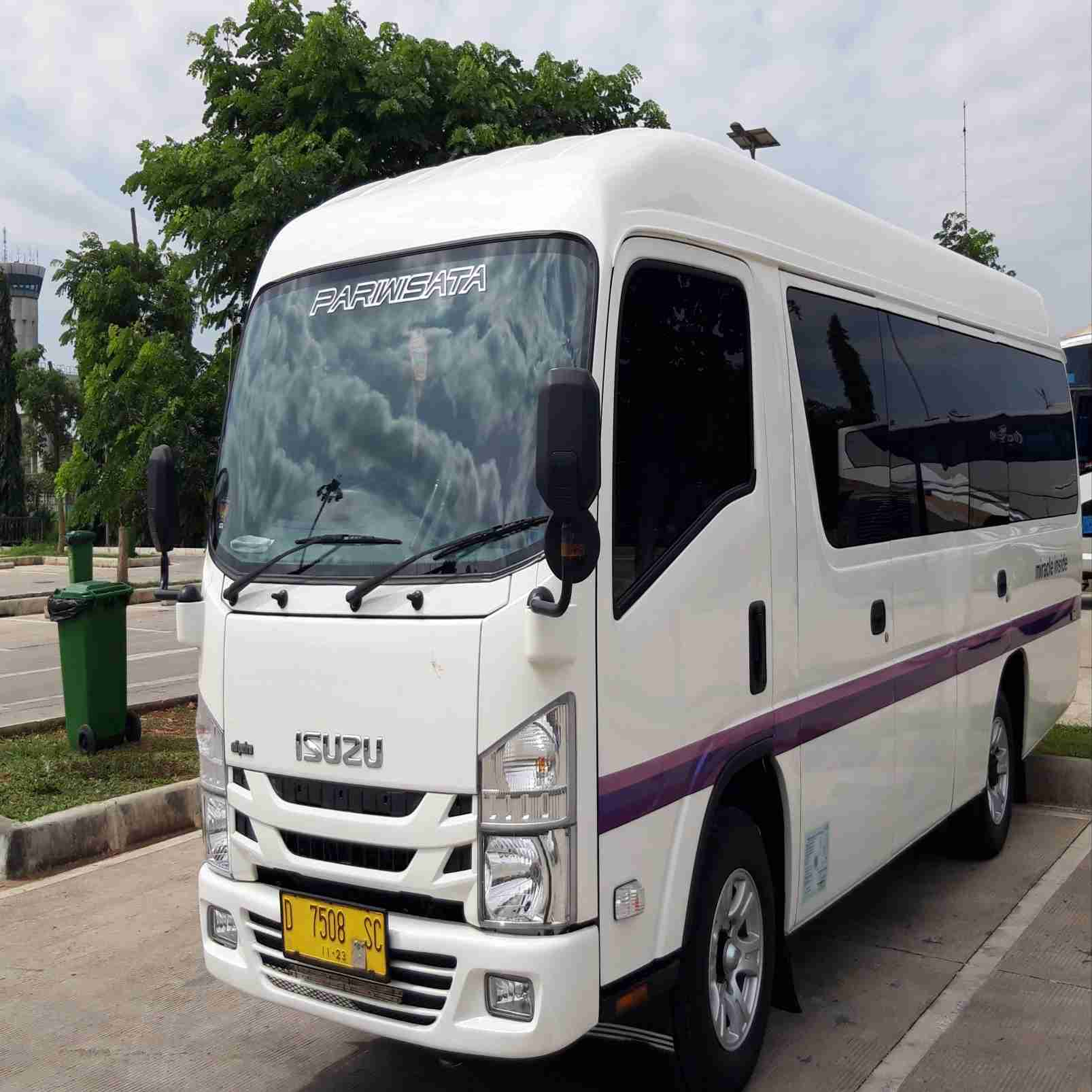 sewa isuzu long elf 19 seat