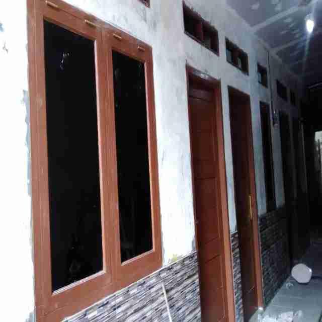 ada kontrakan kosong 4 pintu baru jd. alamat. jln.karang mulya Rt.05/05  no.Tlpn: 087769032525 atas