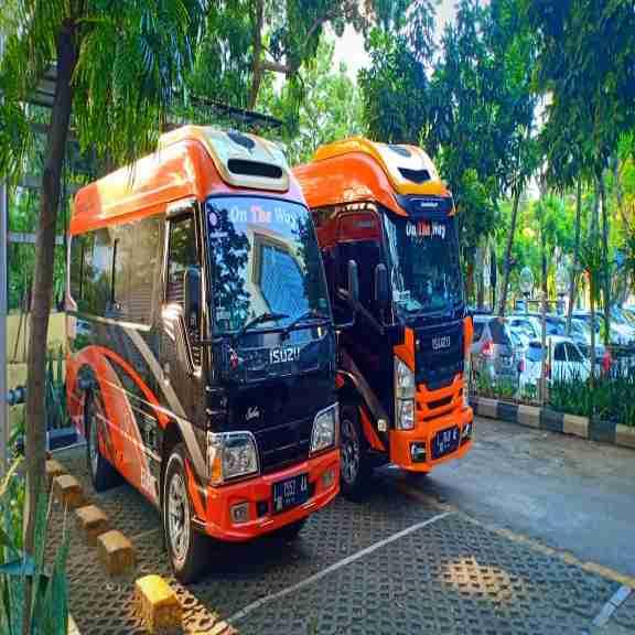 Sewa Mobil New Elf Long GIGA Rental Mobil New Elf Long GIGA Di Surabaya