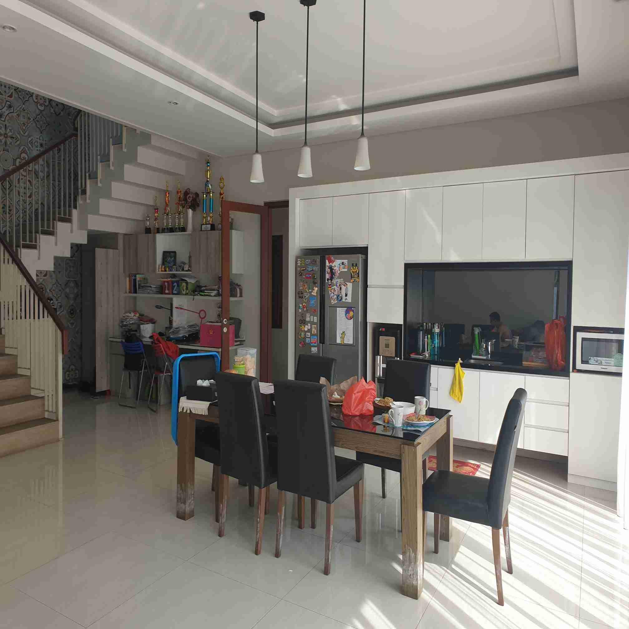 Disewakan Rumah Mewah 2 lantai di Cipinang Jaya