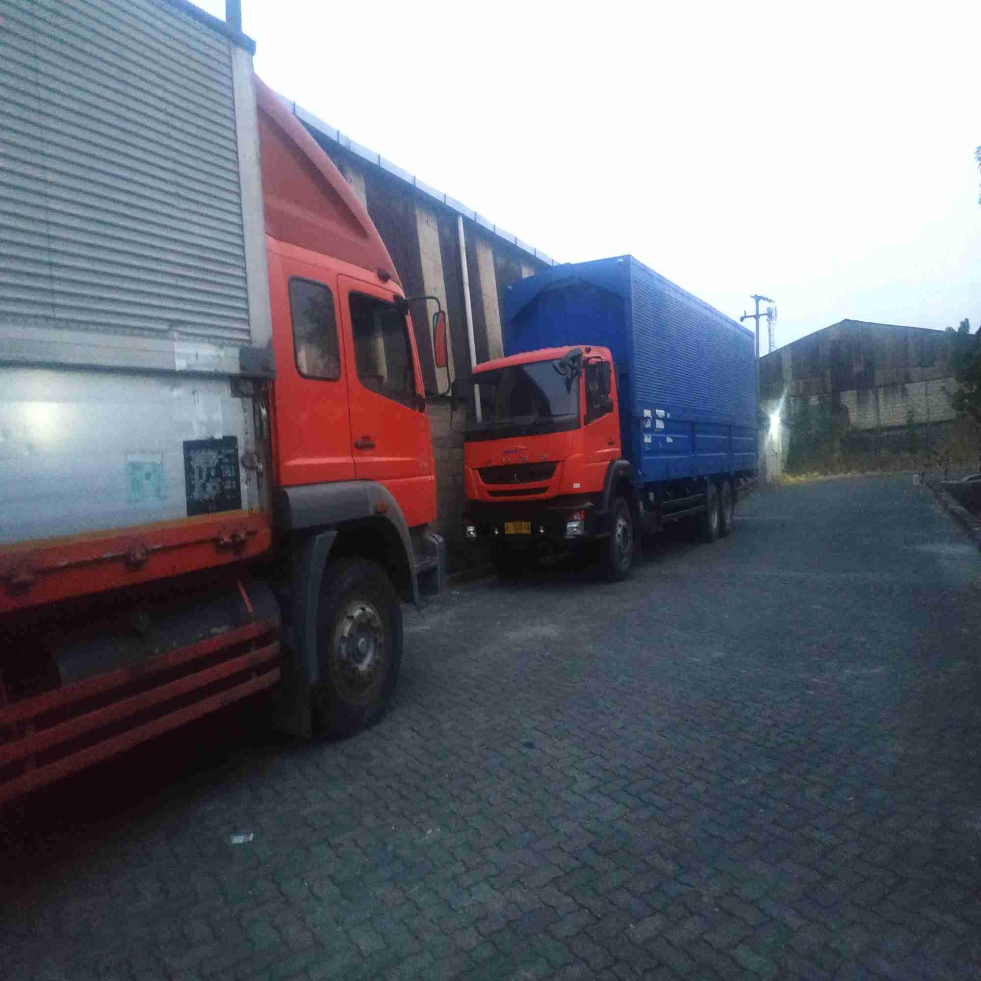 disewakan truck wingbox panjang9,3