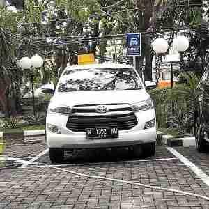 rental sewa mobil innova reborn sidoarjo-tulungagung