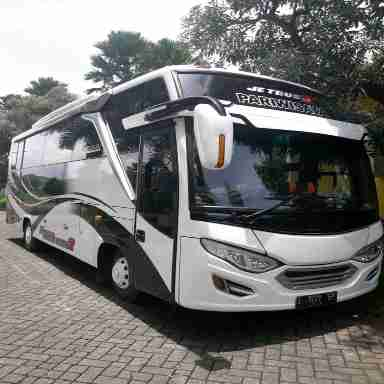 rental sewa bus mojokerto