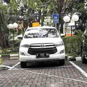 rental sewa mobil innova reborn Stasiun gubeng surabaya
