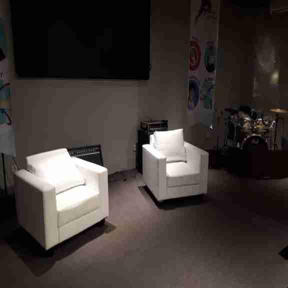 Sewa sofa single vip