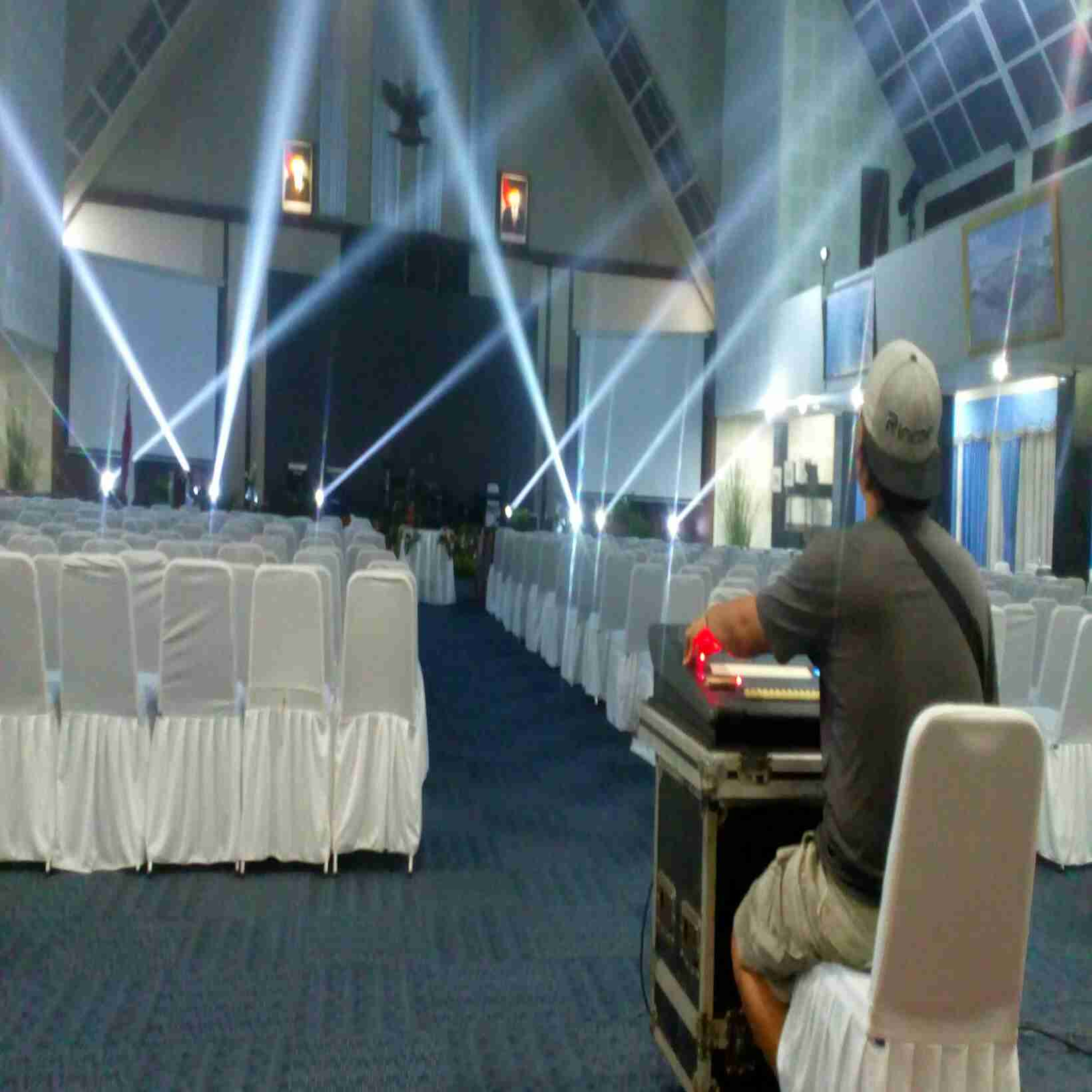 menyewakan alat produksi all produksi riging stage barikade sarnavil ,sound system',lighting,LED scr