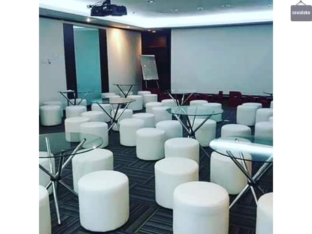 Sewa sofa puff chair putih dan warna lain sesuai acara
