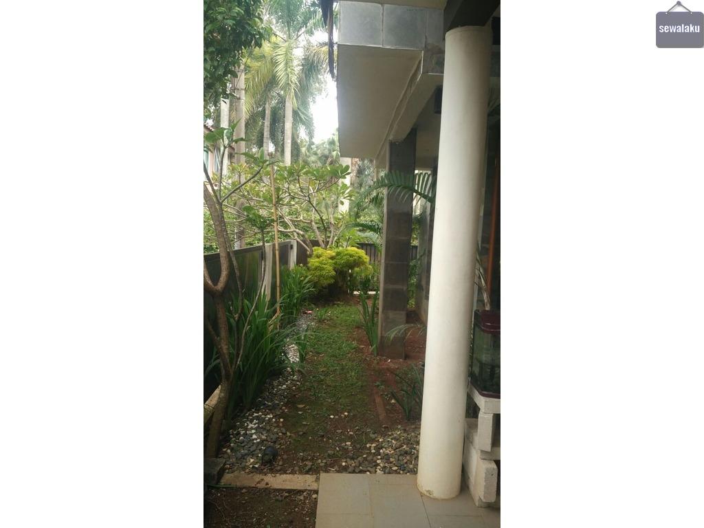 Di sewakan rumah berikut isinya Di kawasan Bintaro Sektor 5