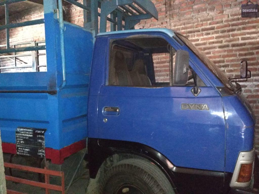 Rental truk untuk jasa angkutan