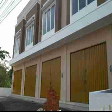 Ruko baru Mangku jalan raya Solo km 13 Kalasan Sleman